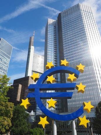 Intesa Sp, da Bce stime crescita 2020 sotto 1% e allentamento monetario