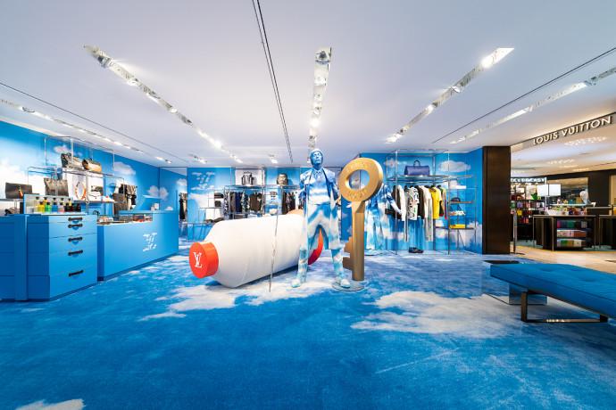 'Tra le nuvole' l'allestimento del pop store di Louis Vuitton in Rinascente a Milano