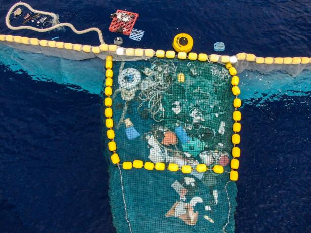 I primi occhiali realizzati con plastica recuperata negli oceani, di Safilo per The Ocean Clenup