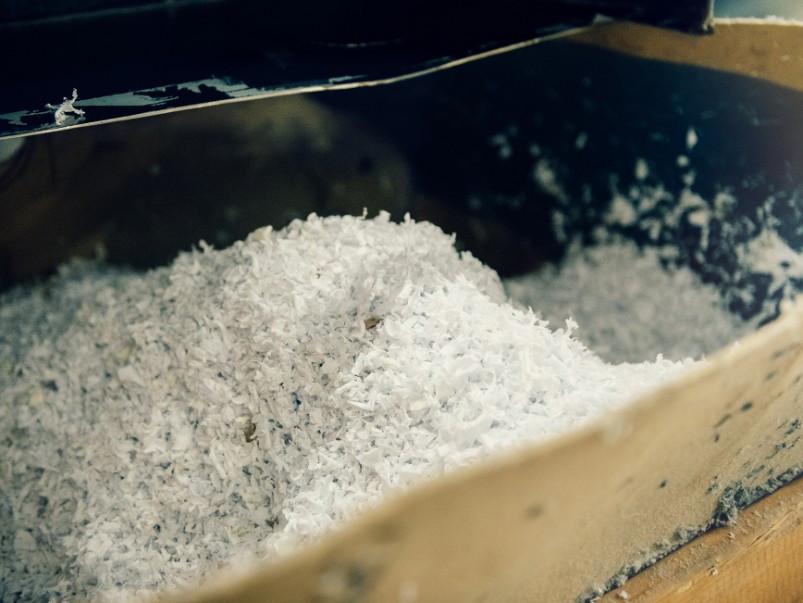 H&M spinge su circolarità business, accordo con Renewcell che fornirà fibre ottenute da rifiuti tessili inutilizzabili