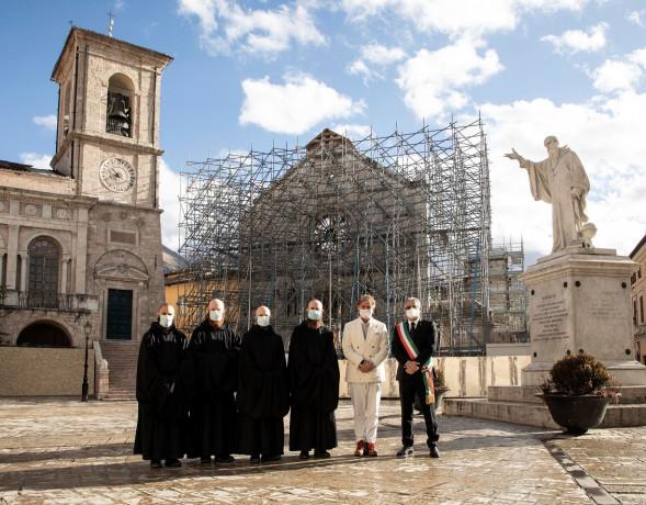 A Norcia torna a nuova vita la Torre Campanaria, grazie a Brunello Cucinelli, ai dipendenti e a Marc Benioff