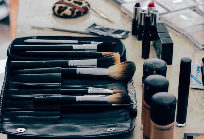 Cosmetica, in Italia contrazione del 12,9% nel 2020, ma è boom dell'e-commerce (+42%)