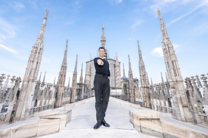Intesa Sp con Roberto Bolle per la raccolta fondi per restauro Guglia Maggiore Duomo Milano